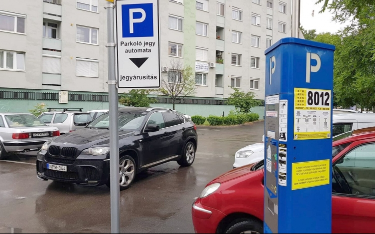Idén is ingyenes lesz a parkolás az ünnepek alatt Székesfehérváron